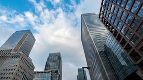 现代办公楼在港区的财政区在伦敦 免版税库存图片