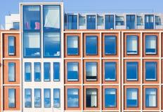 现代办公楼外部在红砖的 免版税图库摄影