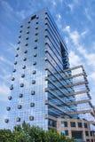 现代办公楼蓝色玻璃表面在上海市中心,中国 免版税库存照片