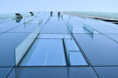 现代办公楼玻璃门面,摩天大楼窗口 免版税库存图片