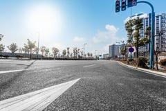 现代化城市道路的背景 免版税库存照片