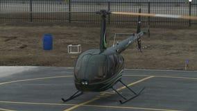 现代直升机看法有转动的螺旋浆的 影视素材
