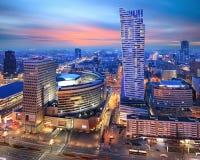 现代华沙全景在夜之前 免版税库存照片