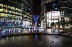 现代华沙建筑学夜视图  图库摄影