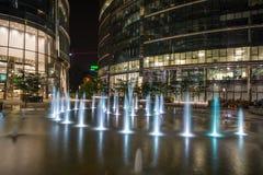 现代华沙建筑学夜视图  免版税库存照片