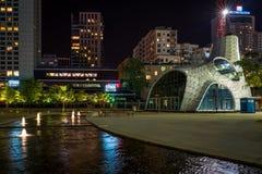 现代华沙建筑学夜视图  库存照片