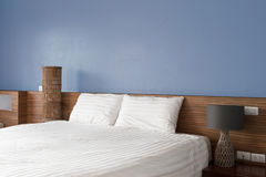 现代卧室设计,双人床 图库摄影