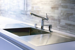 现代厨房水槽特写镜头  库存图片