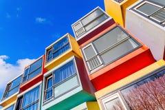 现代可堆叠的学生公寓在阿尔梅勒,荷兰叫spaceboxes 库存图片