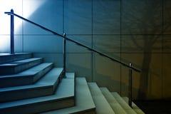 现代台阶夜射击 免版税库存照片