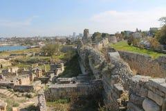 现代和古城在克里米亚 库存图片