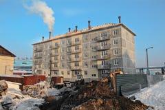 现代和新的公寓在冬天 库存图片