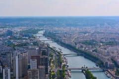 现代巴黎和河塞纳河,法国 库存图片