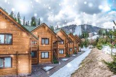 现代和舒适的木村庄 在滑雪胜地` Bukovel `的适应,乌克兰 免版税库存照片