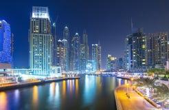 现代和豪华摩天大楼在迪拜小游艇船坞,迪拜,阿联酋 库存照片