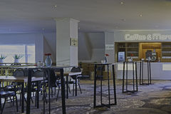 现代咖啡馆内部 免版税库存照片