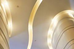 现代商业大厦被带领的天花板  免版税库存照片