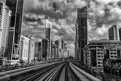 现代地铁在迪拜 免版税库存照片