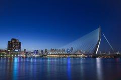 现代城市桥梁日落反射 免版税库存图片