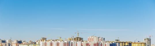 现代城市的全景,房子,高层建筑物 免版税库存图片