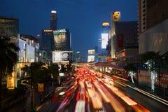 现代城市的晚上交通 曼谷 免版税图库摄影