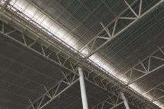 现代城市建筑学天花板细节 免版税库存照片