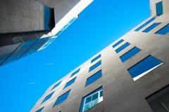 现代巴塞罗那的大厦 免版税库存图片