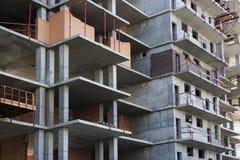 现代多层的大厦的建筑 免版税库存图片