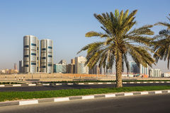 现代大厦全视图在沙扎 免版税库存图片