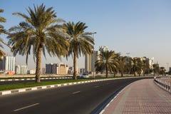 现代大厦全视图在沙扎 库存图片