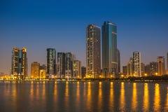 现代大厦全视图在沙扎 库存照片