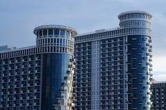 现代大厦公寓海在黑海,巴统,乔治亚耸立,旅馆复合体 免版税库存照片