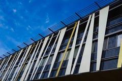 现代大厦反射的天空 免版税库存图片