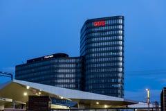 现代大厦在日落的维也纳中心 免版税库存图片