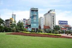 现代大厦在胡志明市的中心 免版税图库摄影