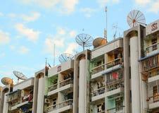 现代大厦在街市的仰光 库存图片