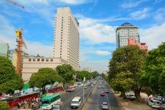 现代大厦在街市的仰光 免版税图库摄影