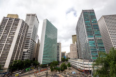 现代大厦在里约热内卢中心商业区,在佐田特里萨附近 库存图片