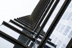 现代大厦外部抽象重复的样式 库存照片