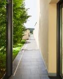 现代大厦的入口 免版税库存照片