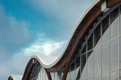 现代大厦的片段与结构玻璃墙的 免版税库存图片