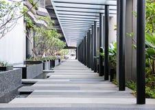 现代大厦的空的大厅 免版税库存图片