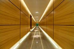 现代大厦的走廊 免版税库存图片