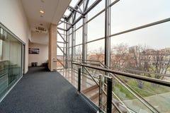 现代大厦的走廊 免版税库存照片
