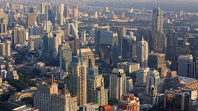 现代大厦空中都市风景视图在曼谷 免版税库存图片