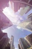 现代大厦Fisheye视图  到达天空的企业概念金黄回归键所有权 免版税库存照片