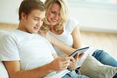 现代夫妇 免版税库存图片