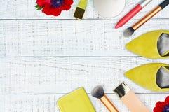 现代女性化妆辅助部件 免版税图库摄影