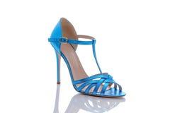 现代妇女的蓝色凉鞋 免版税库存图片