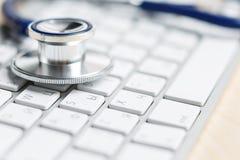 现代医学和高科技设备概念 免版税库存图片